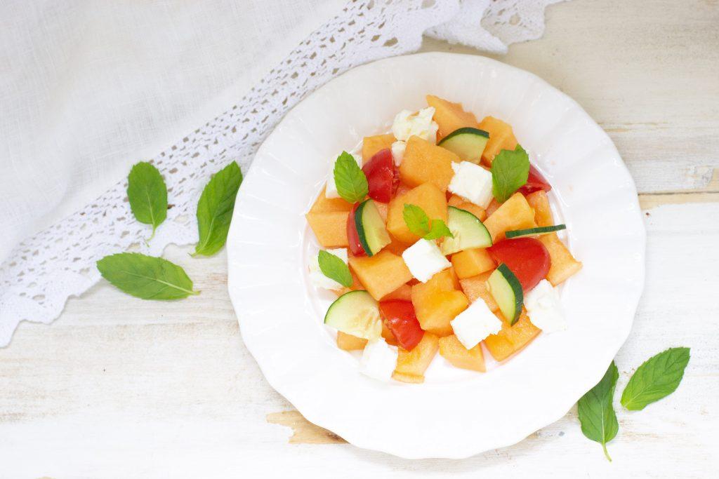 Insalata di melone e feta fresca e leggera